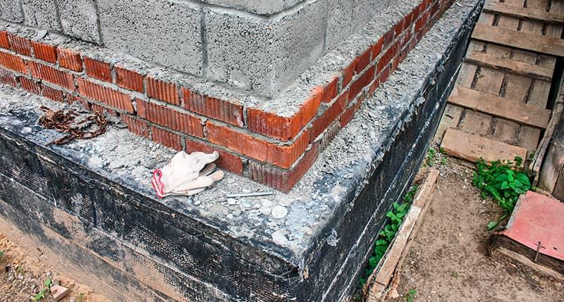 Фундамент и цоколь дома